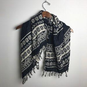 Lizard Thicket flower pattern tassel scarf